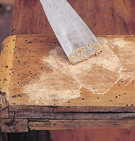 Riparare un mobile in legno